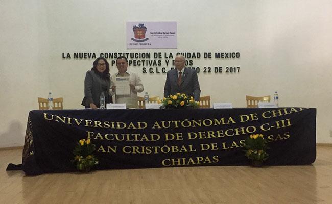 Imparten conferencia sobre Constitución de la CdMx