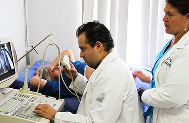"""Alertan en Aguascalientes de médicos """"piratas"""""""