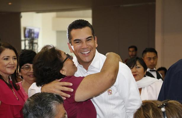 Reconoce Alejandro Moreno a los jubilados campechanos