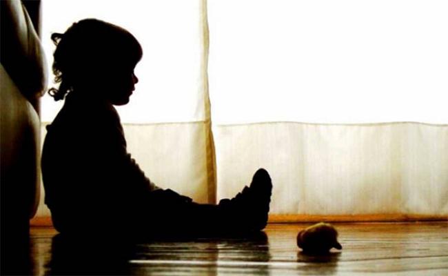 Niños de primaria abusan sexualmente de su compañero