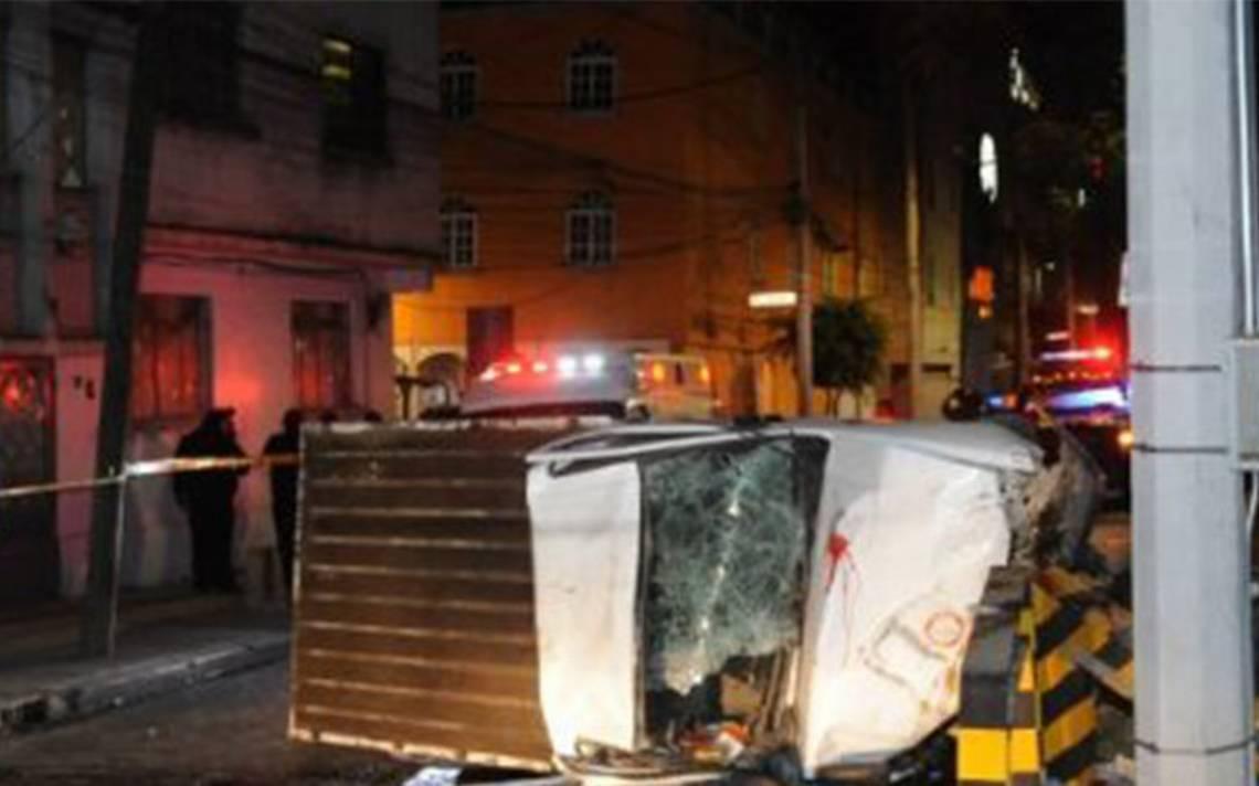 Volcadura de camioneta deja un muerto y dos heridos en Viaducto