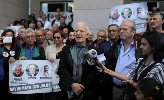 Cumhuriyet, un diario en el banquillo de acusados en el Día Mundial de la Libertad de Prensa