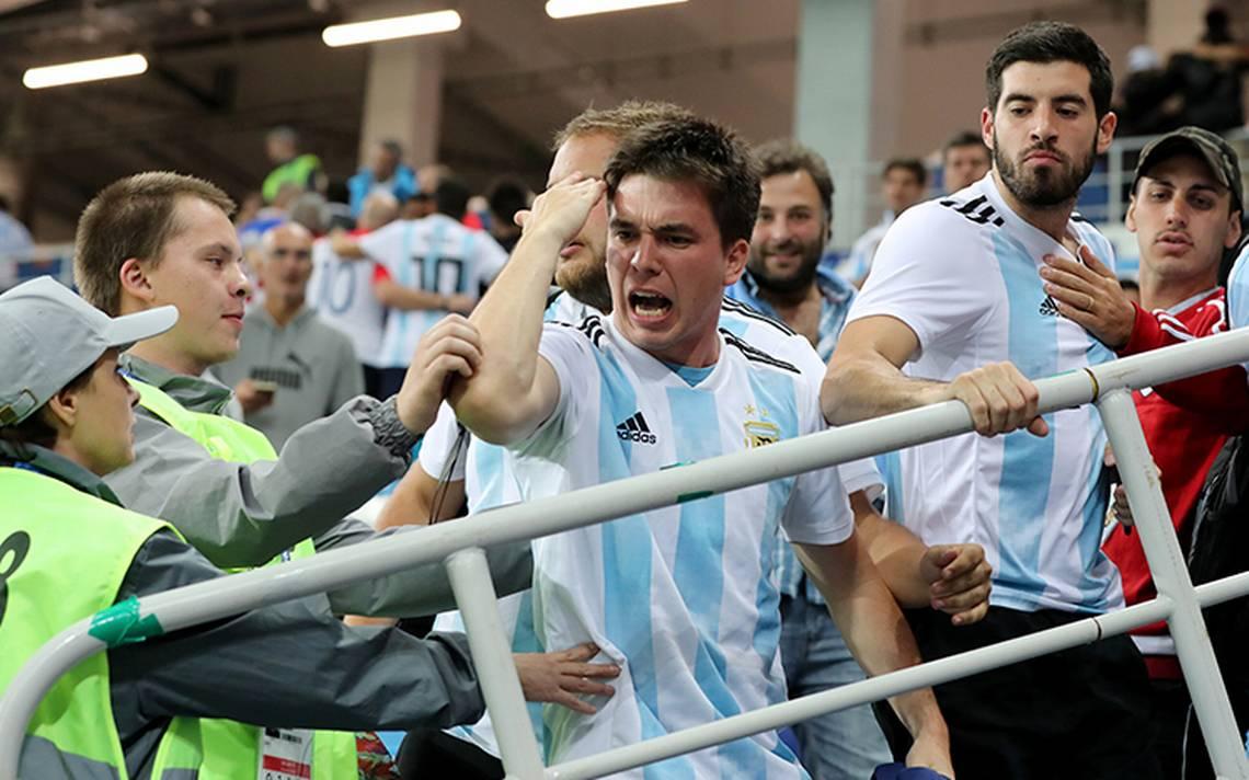 Argentina multada por la FIFA: pagará 91 mil euros por comportamiento de sus hinchas