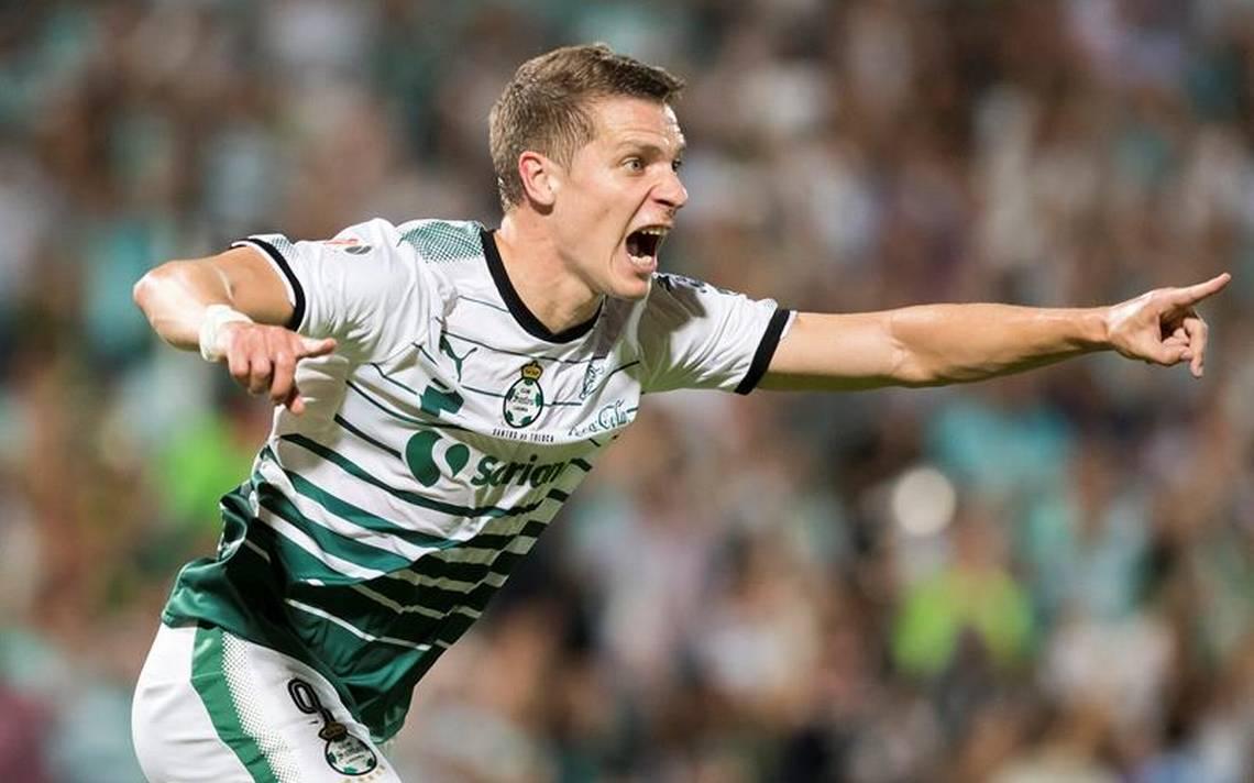 Milagros salvan al Santos y vence al Toluca en final de ida de Liga MX