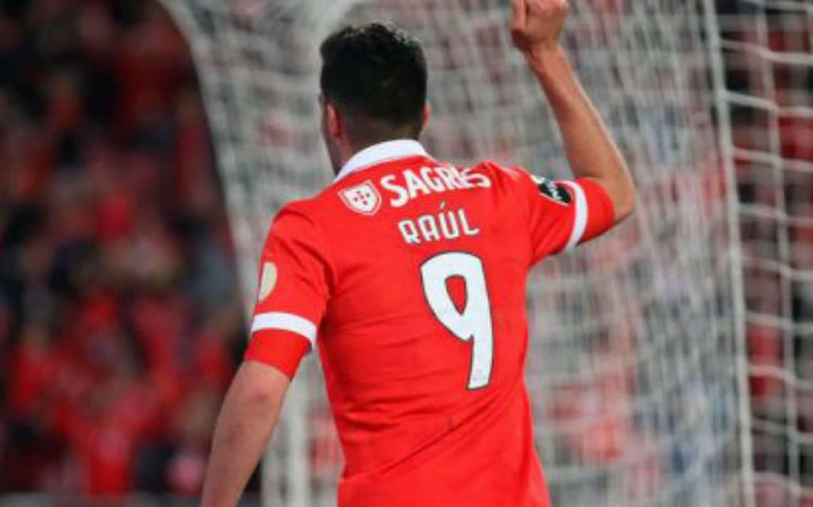 VIDEO: Raúl Jiménez luce con gol ante el Feirense