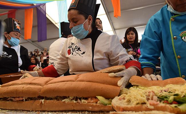 México prepara la torta más grande del mundo en tan solo 3 minutos