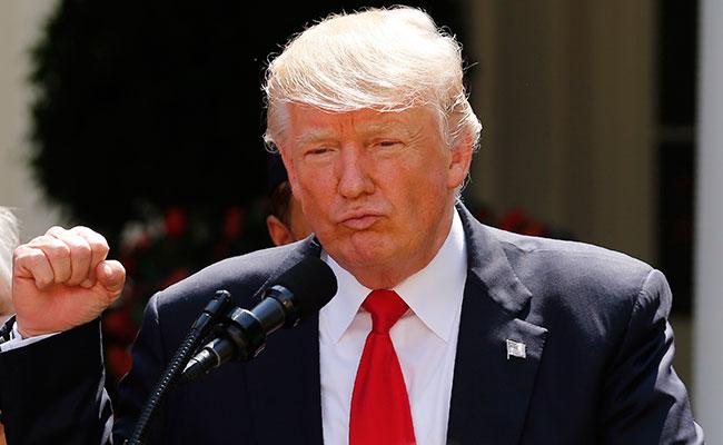 Continúa amenaza, Trump sanciona a 13 funcionarios de Venezuela