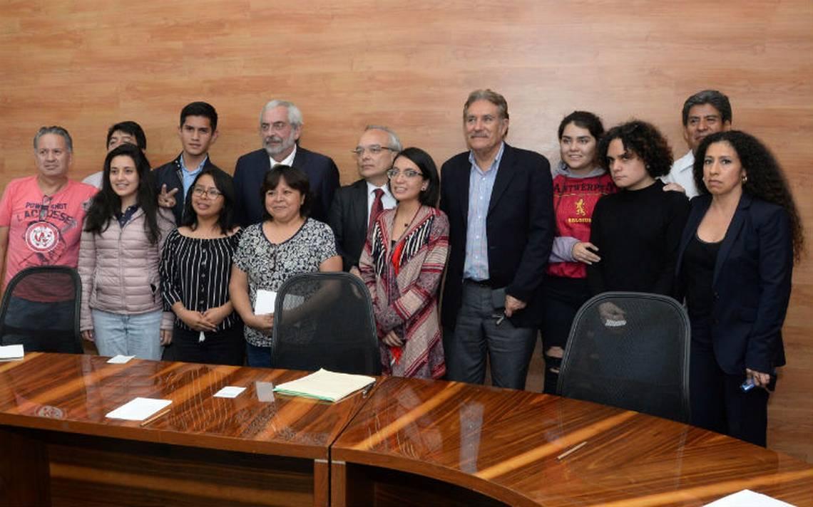Graue negocia conflicto en el CCH Azcapotzalco; firma pliego en Rectoría