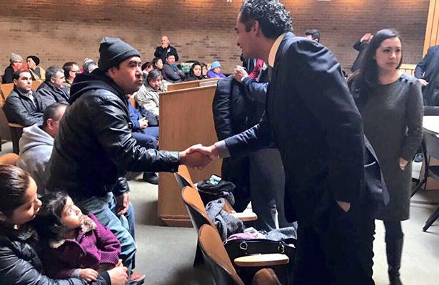 Ochoa Reza se reúne con migrantes en Estados Unidos