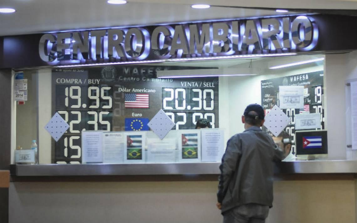 Dólar promedia en 19.74 pesos a la venta en el AICM