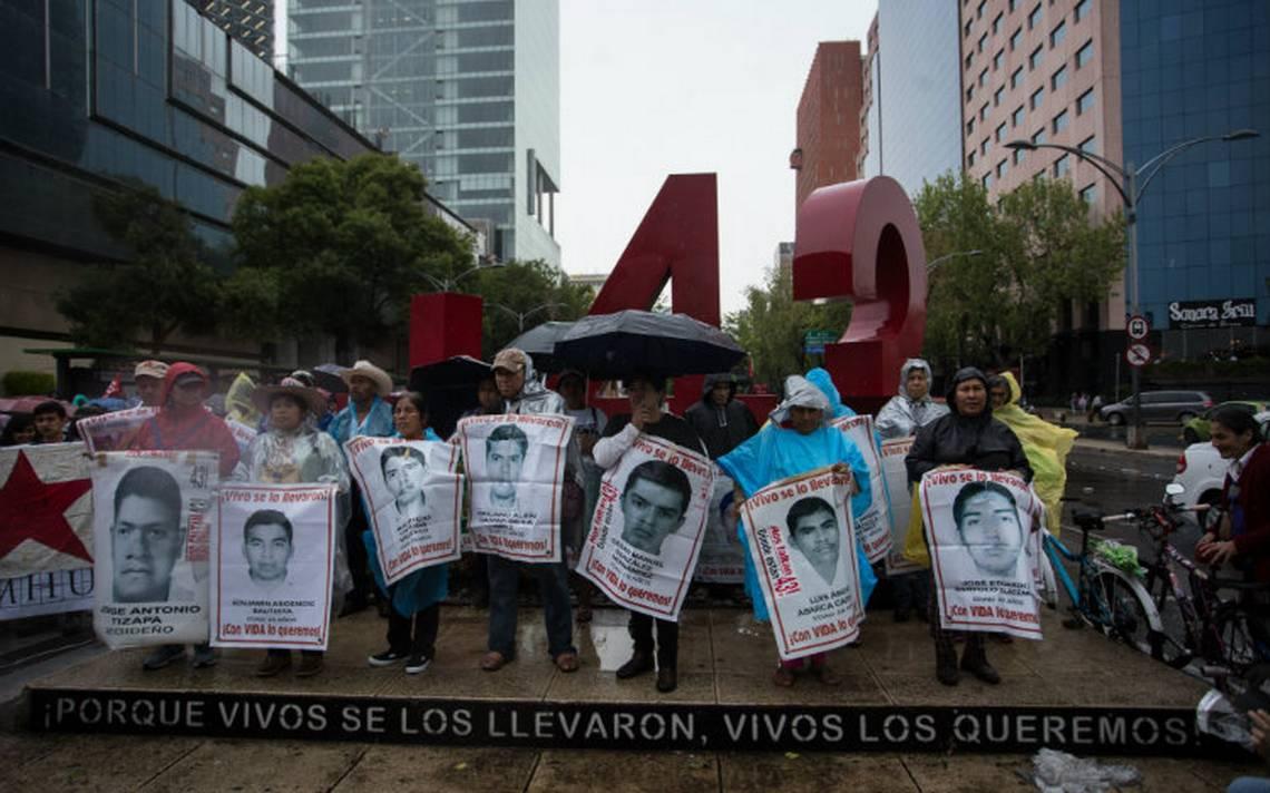 Caos en la capital: padres de los 43 normalistas de Ayotzinapa se manifiestan a 47 meses de los hechos