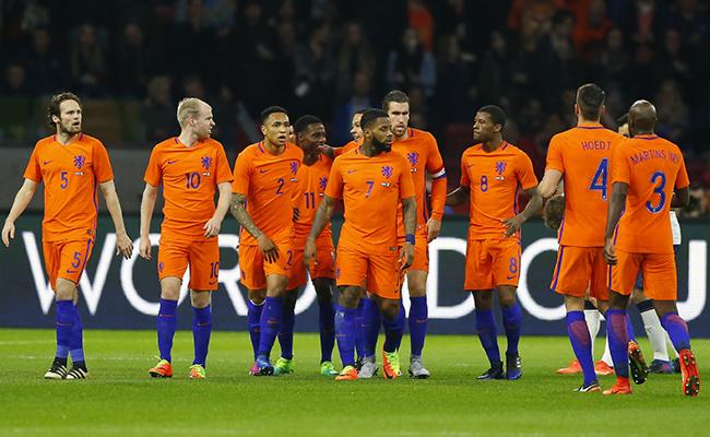 Holanda cayó ante Italia 2-1