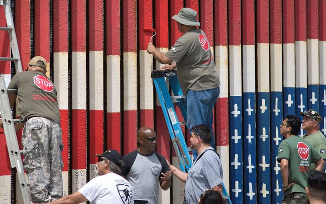 Mural con bandera de EU al revés pone el ojo en el muro
