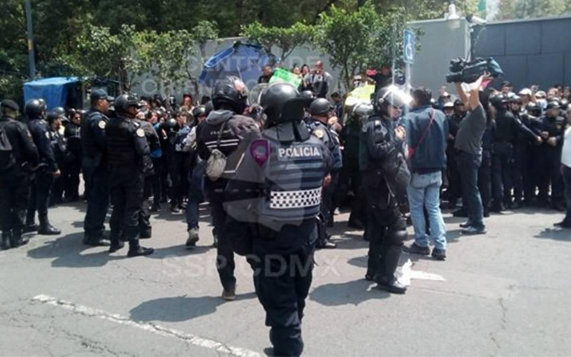 Tras conato de riña, retiran bloqueo de estudiantes en Av. Universidad