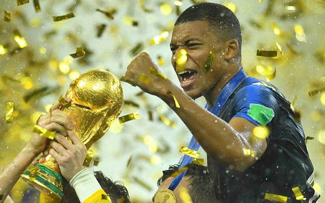 """Tendré que ponerme las botas de nuevo"", el mensaje de Pelé a Mbappé"