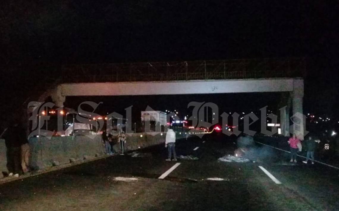 Reabren autopista México-Puebla tras casi siete horas de bloqueo en Tlahuapan