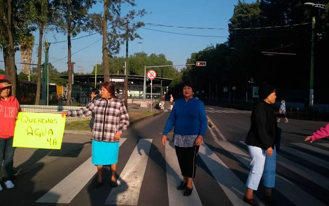 Manifestantes bloquean circulación en El Rosario por falta de agua
