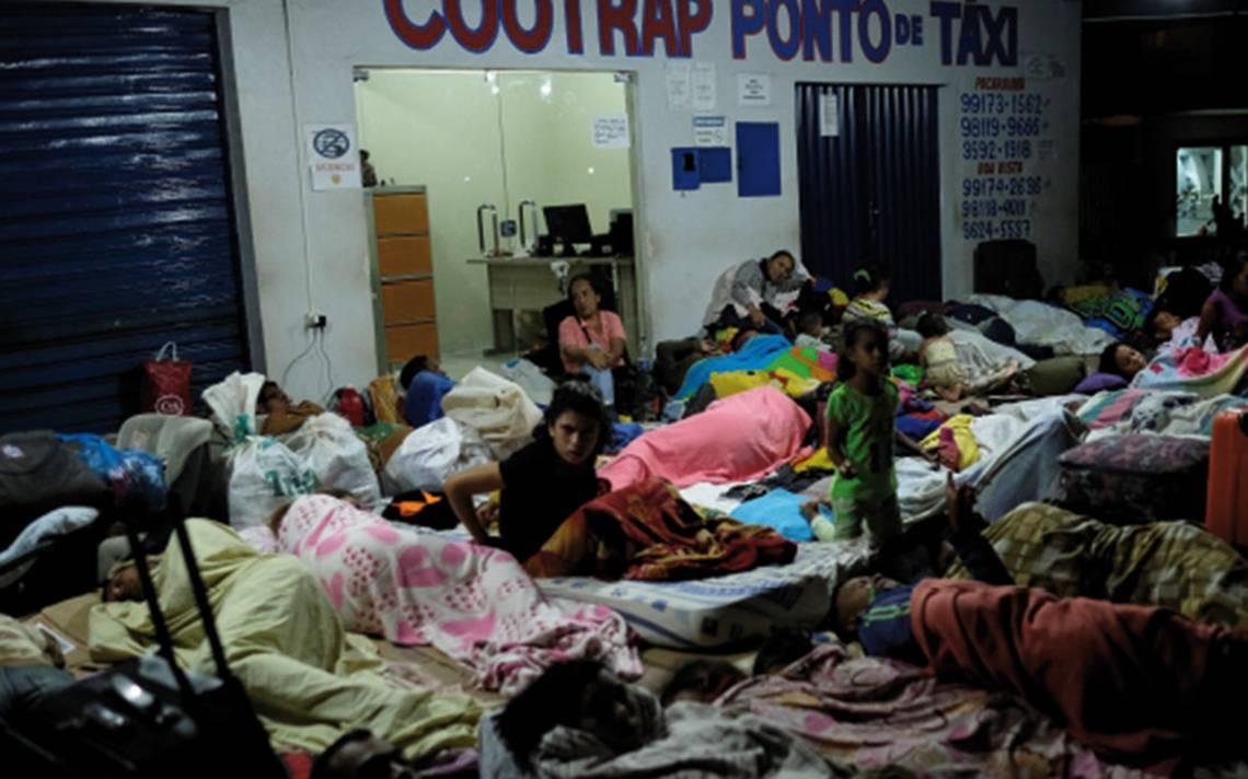 Venezolanos llenan cruces fronterizos por temor al cierre migratorio