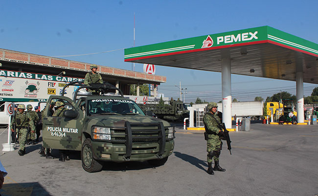 SAT y Pemex inspeccionan gasolinerías de Puebla