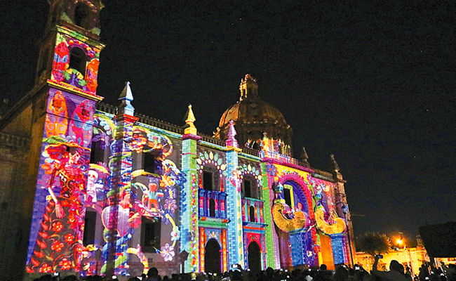 Gran éxito del video mapping en templo de Santa Rosa de Viterbo