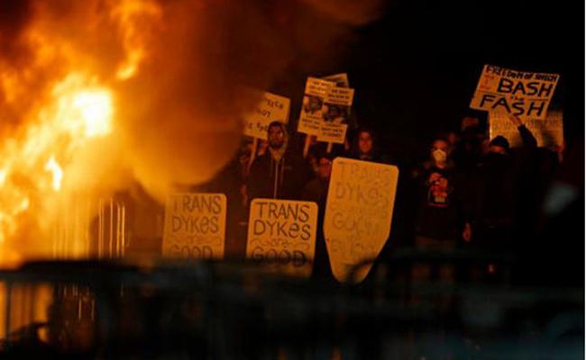 Estudiantes de UC Berkeley protestan contra simpatizante de Trump