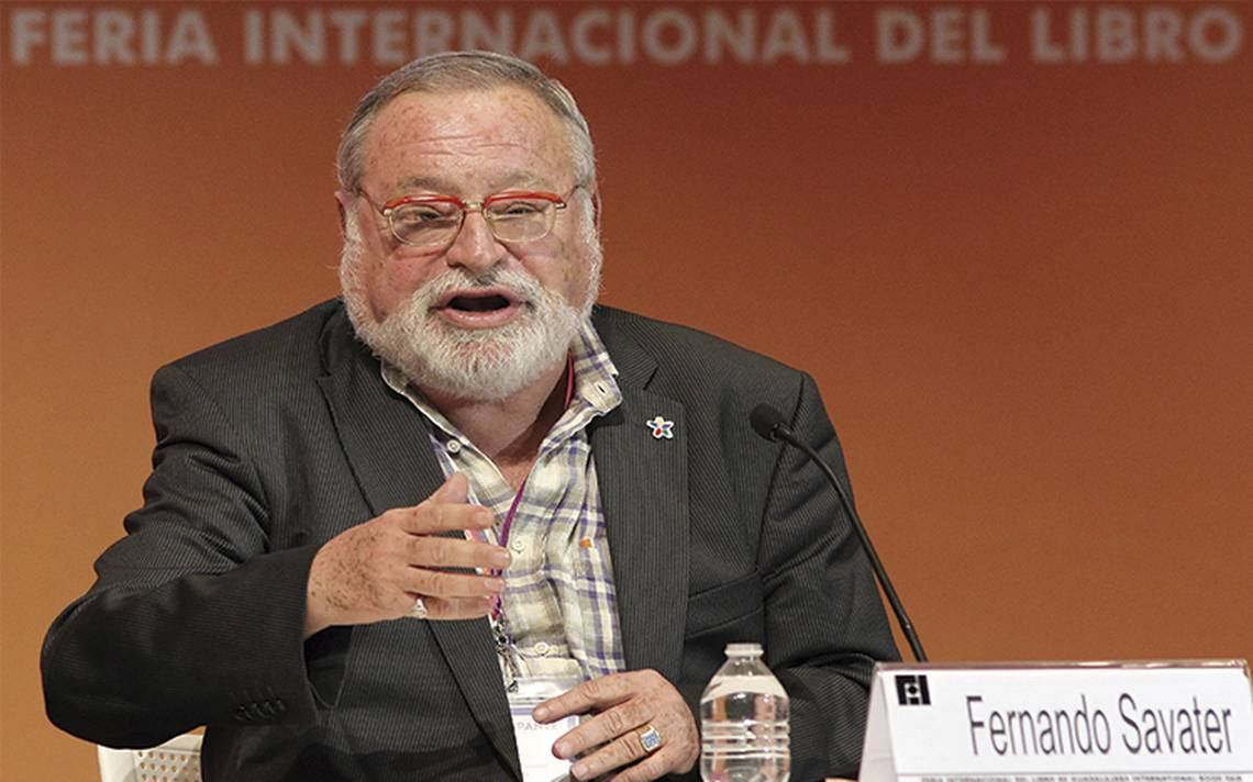 Fernando Savater recibe homenaje en la FIL Guadalajara