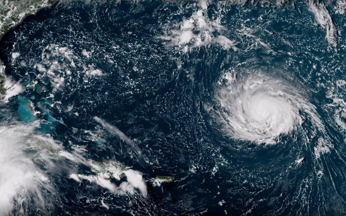 Dos huracanes y una tormenta avanzan al mismo tiempo  por el Atlantico