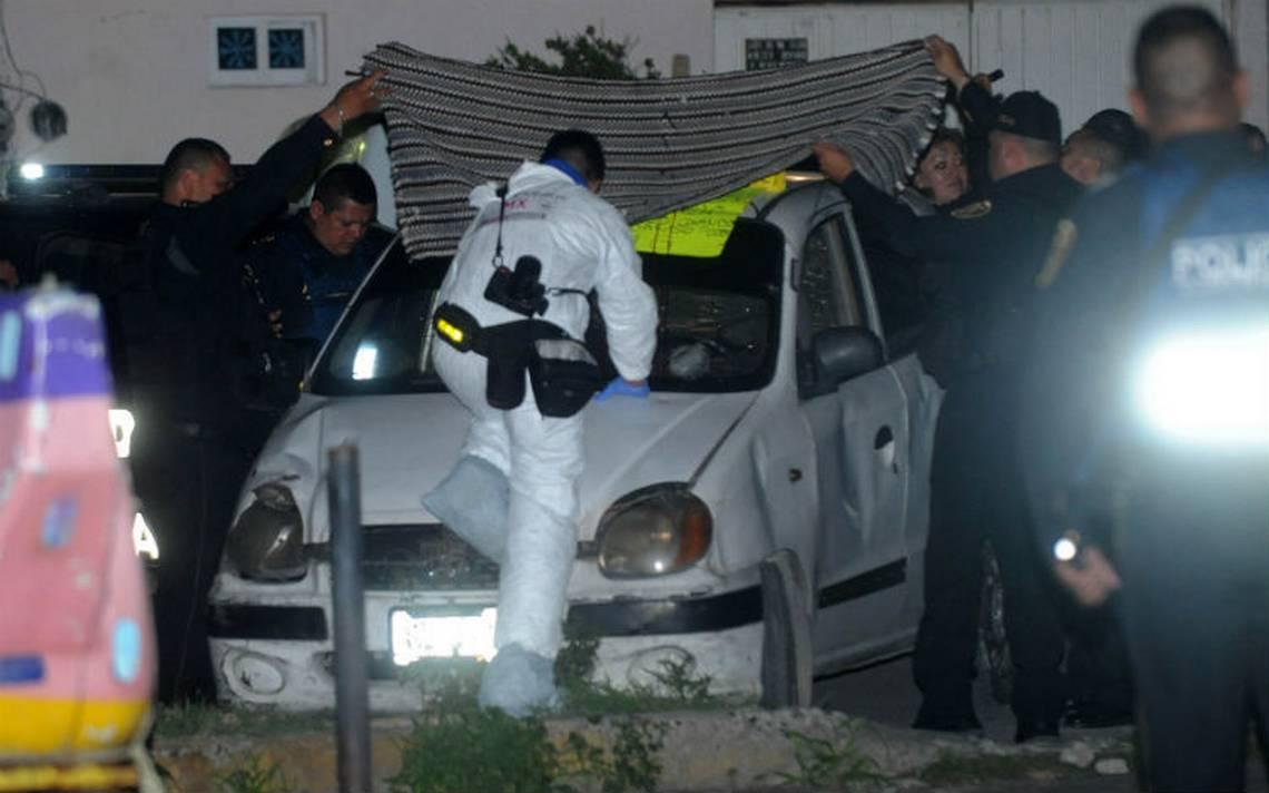 Hallan el cuerpo de un hombre decapitado en un auto en Iztapalapa