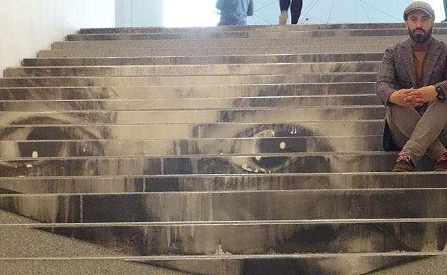 La figura del padre en la intervención de la escalera del Centre Pompidou Málaga