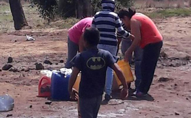 Huachicoleros se enfrentan en rapiña de combustible, en Puebla
