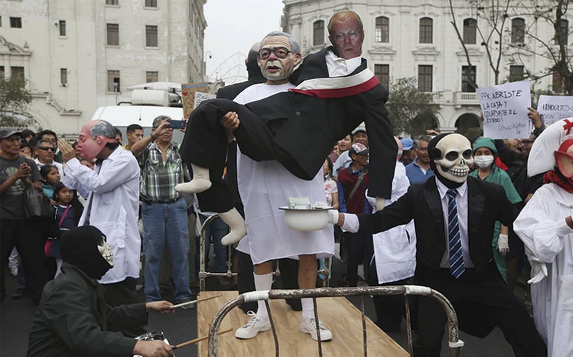 Miles de peruanos repudian el indulto a Fujimori