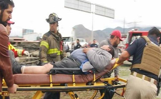 Choque de taxi y tráiler deja 5 heridos en Tijuana