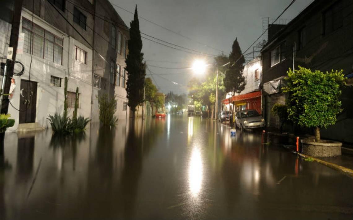 Reportan dos bajadas de agua y lluvia ligera en la Ciudad de México