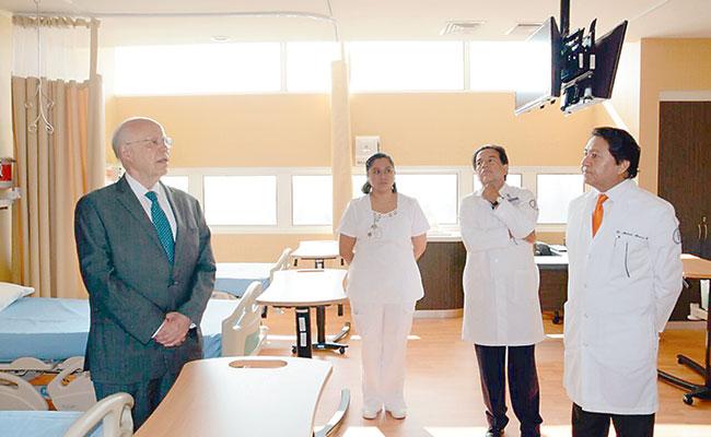 Inaugura Narro Centro de Investigación Farmacológica