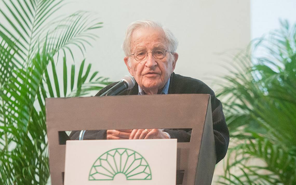 Así afecta el capitalismo gangsteril en la frontera México-EU, según Noam Chomsky