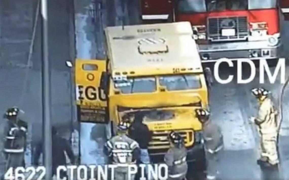 Se incendia camioneta de valores en Circuito Interior