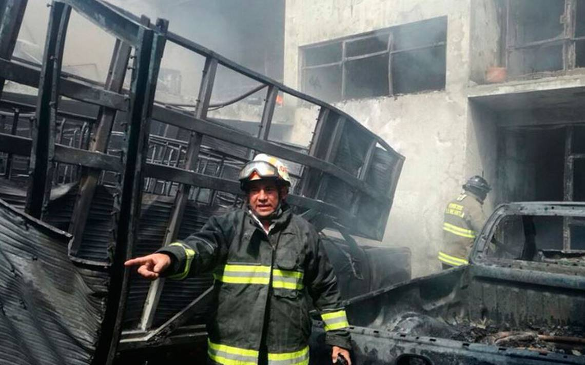 Casas y autos destruidos, saldo de incendio en fábrica de cartón en la GAM