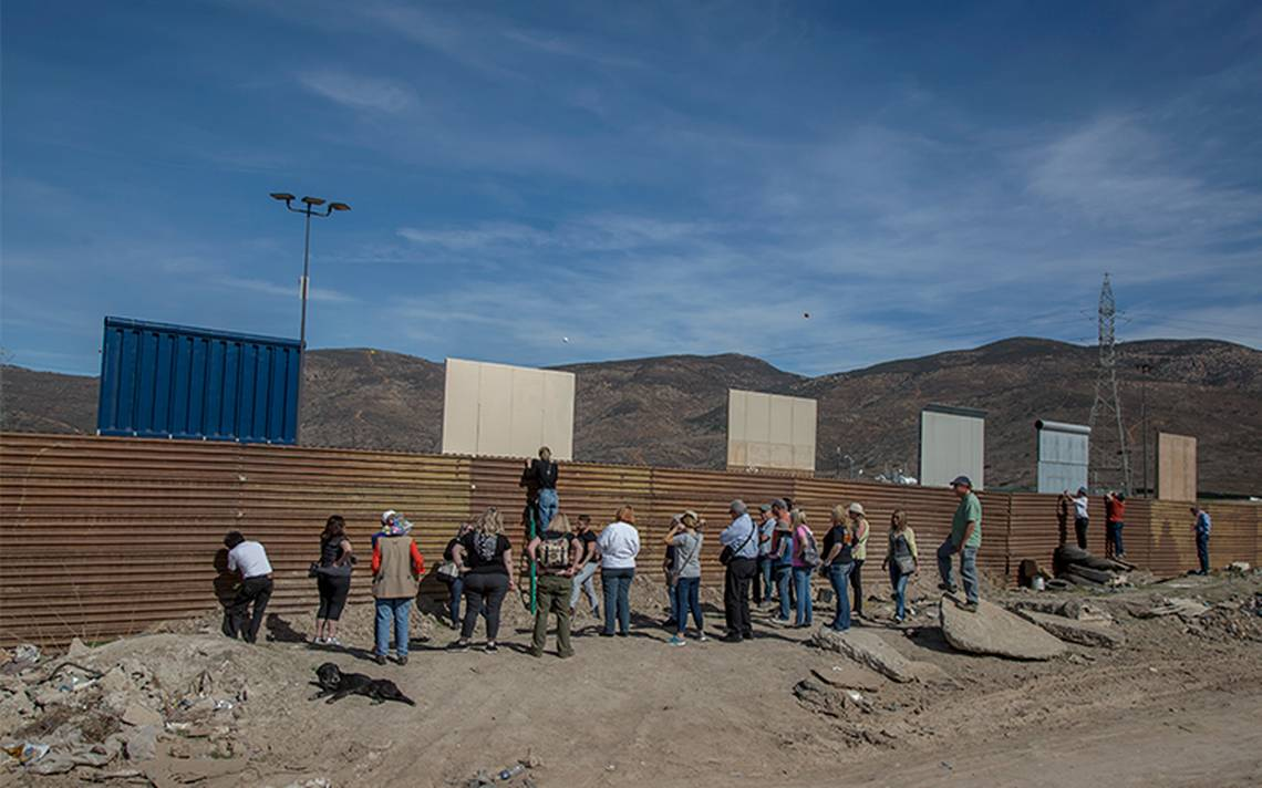 Prototipos de muro, se convierten en atractivo para los turistas