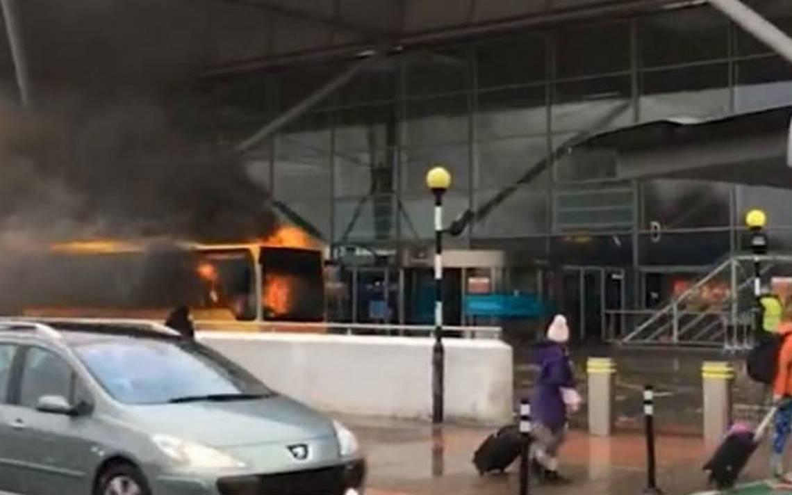 Incendio de  autobús provoca el desalojo del Aeropuerto de Londres
