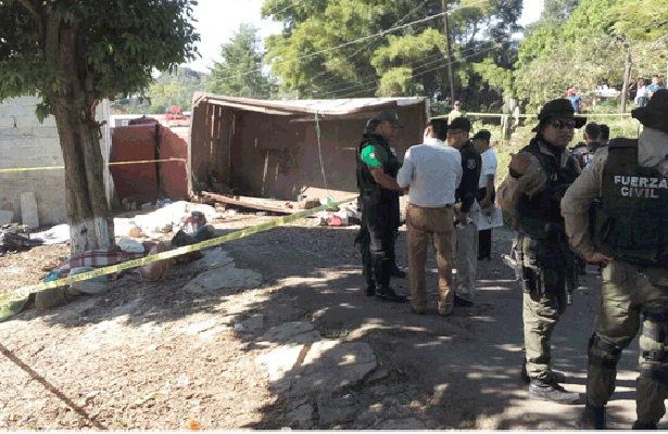 Volcadura de camión con cortadores de café deja cinco muertos, en Veracruz