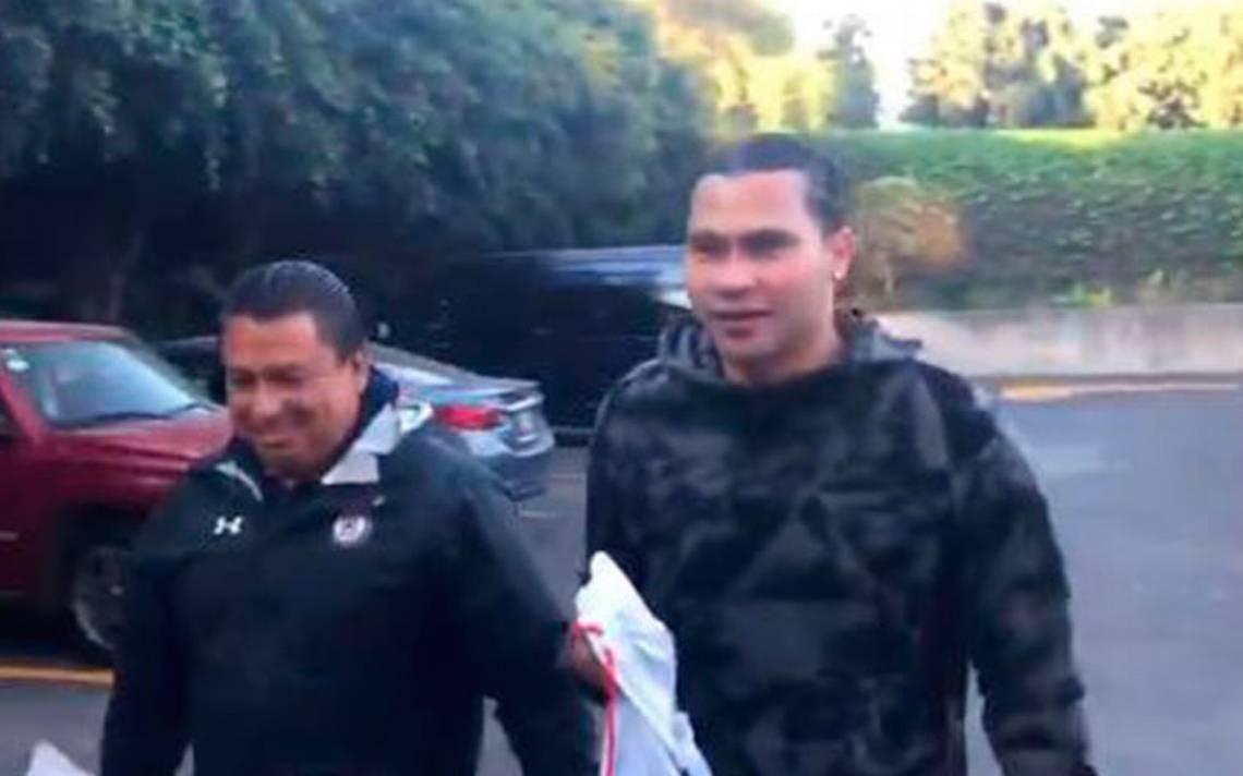 'Gullit' Peña presenta exámenes médicos con Cruz Azul