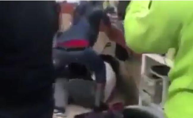 [Video] Boxeador gay golpea a hombre por tuits homofóbicos