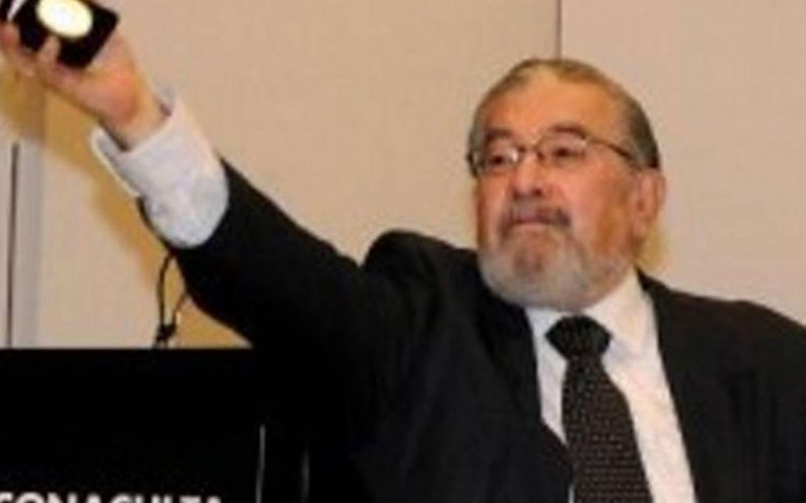 Fallece el periodista Huberto Batis, una vida dedicada a la cultura