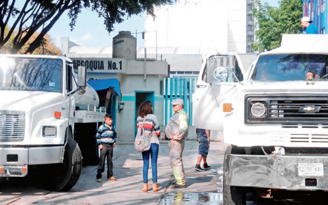 Ante escasez de agua, secuestran pipas habitantes de Iztapalapa