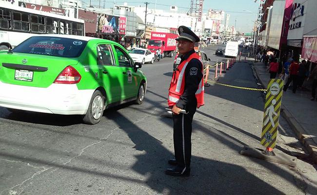 """Instalan """"banquetas móviles"""" en Monterrey"""