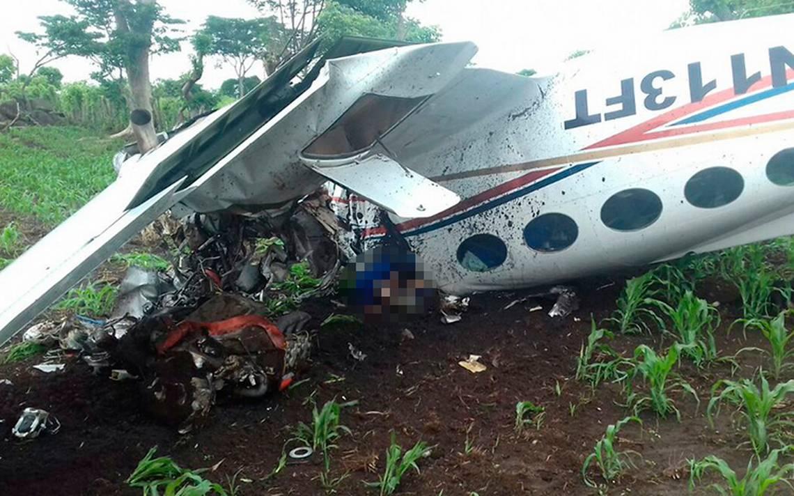 Mueren dos mexicanos al estrellarse avioneta en la que viajaban en Guatemala