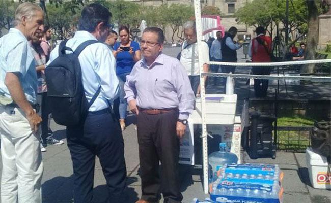 Reciben donaciones de agua para Chapala