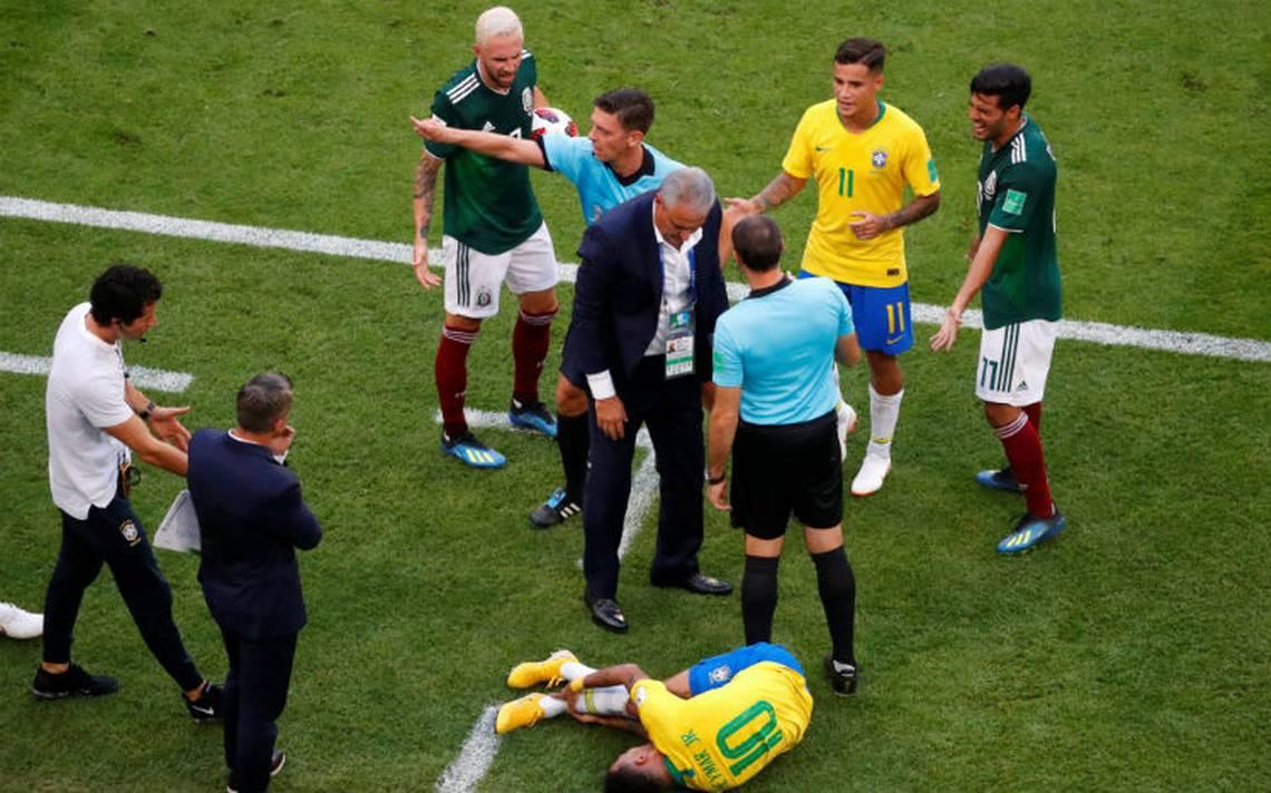"""Neymar hizo perder más de 5 minutos de juego contra el Tricolor por """"exageraciones"""""""