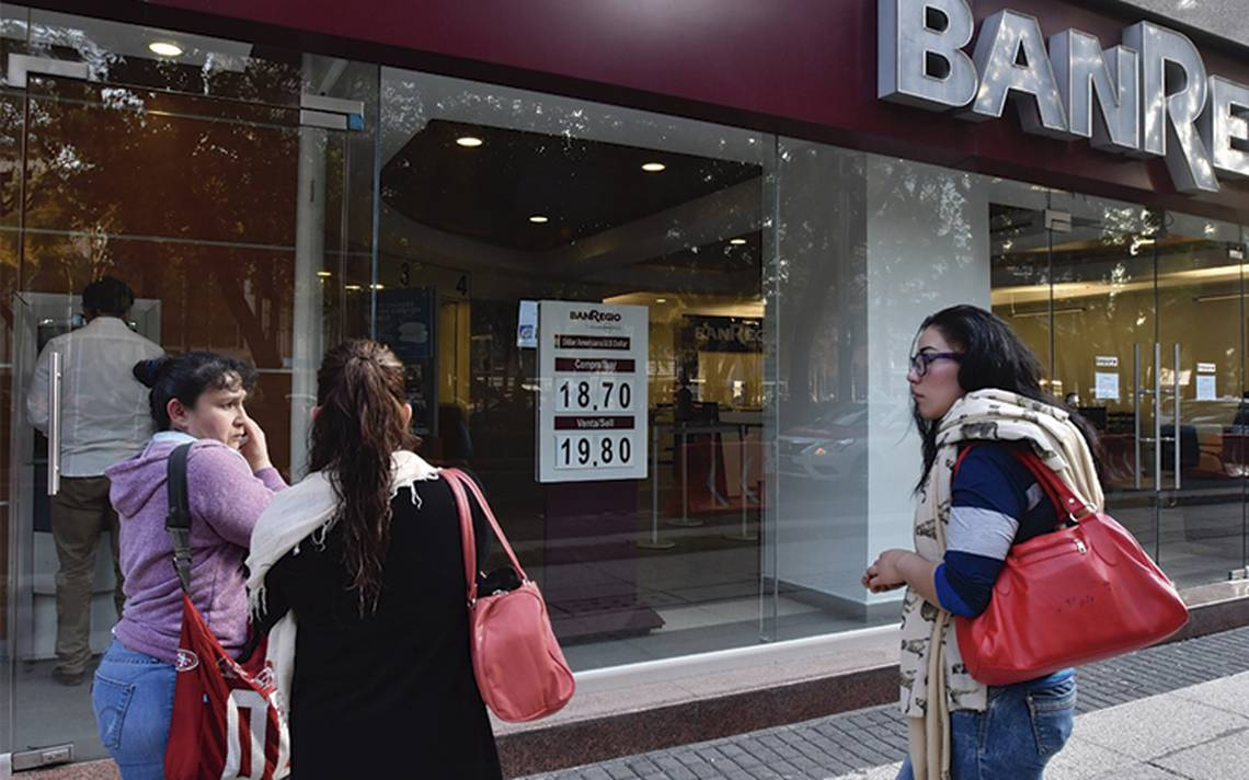 Aumento en el precio del dólar, amenaza el consumo nacional