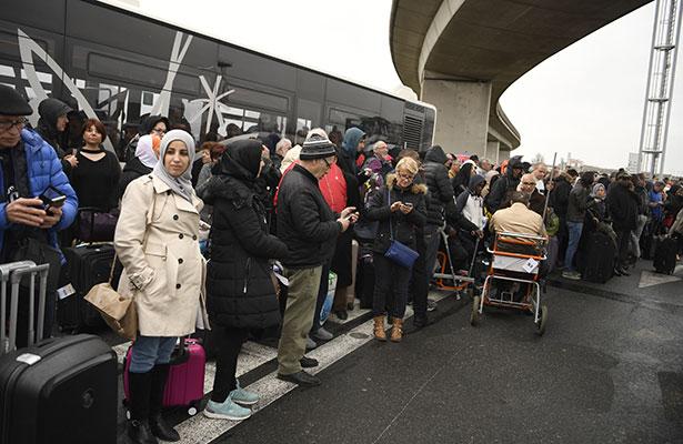 Reinician actividades en aeropuerto de Orly en París tras tiroteo